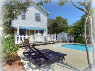 Relaxing beach living with pool steps to the sand, Destin
