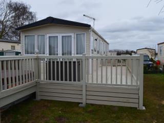 Holiday home with Hot tub overlooking Fishing lake, Tattershall