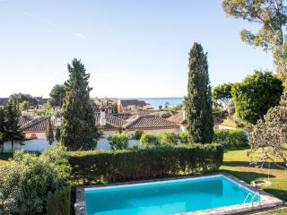 Villa with huge private garden and swimming pool., Marbella