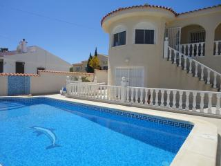 Villa avec piscine privée, jardin clos et arboré, La Marina