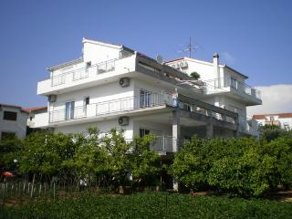Maslina apartments A2, Okrug Gornji