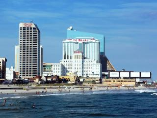 == June 30 - July 7 only == DIRECTLY on Boardwalk FACING OCEAN == Top Floor, Atlantic City