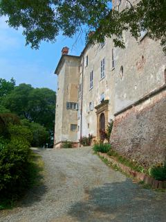 OS Castle - Romantico appartamento nella torre del Castello di Tassarolo - La facciata principale