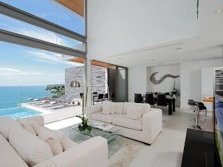 Luxurious 6 Bedroom Ocean Front Villa, Kamala