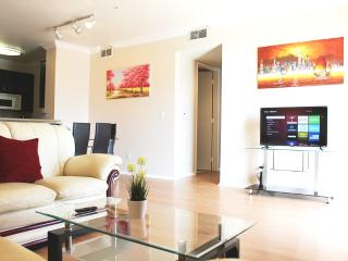 LUXURY 2+2 CONDO+PATIO near ROOSEVELT/WALK-OF-FAME, Los Angeles
