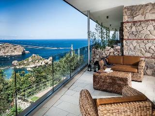 Three-Bedroom Apartment Close to Taormina with Gorgeous Sea Views  - Casa Isola