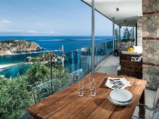 Two-Bedroom Apartment Close to Taormina with Sea-View Terrace  - Casa Isola 4