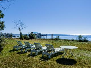 Lovely cottage w/ a gorgeous porch & nearby dock. On the Sound!, Gulf Breeze