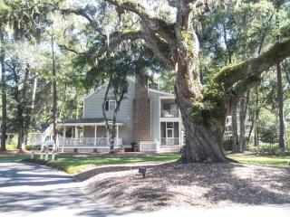 Majestic Oaks Cozy Vacation Cottage... Quiet . Beach 3 Miles., Murrells Inlet