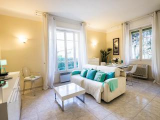 Art Deco 1 Bedroom Holiday Rental, Palm Beach Cannes