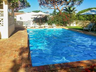 Family-friendly villa with pool, Vilamoura