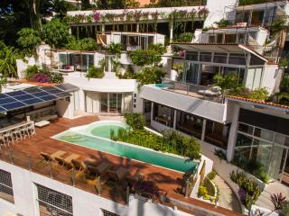 Luxurious 6 BR Eco-Villa, Full Staff, Short walk to Town and the Beach, Puerto Vallarta