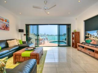 Riverfront Villa Surfers Paradise -Superb Location
