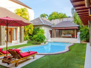 Luxurious 5 Bedroom Villa Central Seminyak Bali