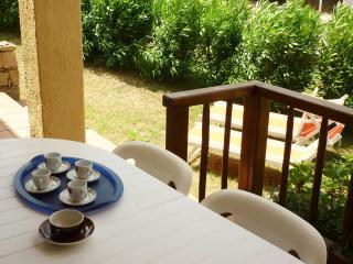 Ampio appartamento due camere da letto e giardino, Cannigione