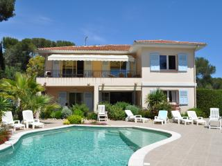 Villa 12/14p, avec piscine, proximité mer