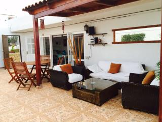HOUSE WITH TERRACE AND JACUZZI GC11, Telde