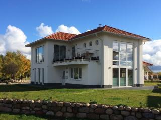 Kapitäns-Villa  To n Lüchtfüer   Trent / Rügen