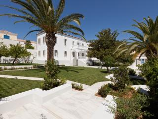 Villa MIKA, Spetses Town