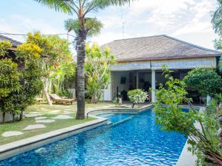 SEMINYAK 13m POOL private 2lgebrms LOCATION value!, Seminyak