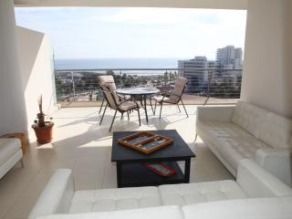 2b Boutique Seaview - Finikoudes beach, Larnaka City