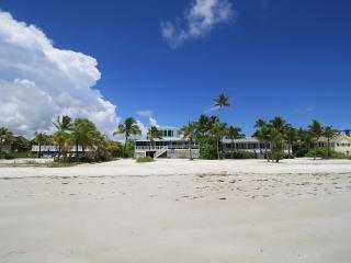 White Sand Cottage on Fort Myers Beach