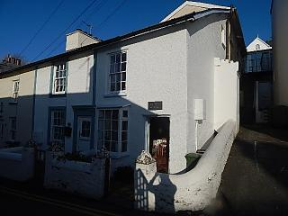 2 Bedroom Cottage, Central Aberdovey, Pet Friendly