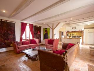 Larroque Haute, Beautiful 4 Bedroom Farmhouse, Bourlens