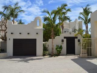 Front of Casa de la Playa Portobello