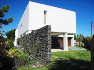 Modern fully-detached Meco villa with private garden and pool