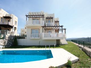 432-Tuzla 3BR Beautiful Villa in Seafront Complex, Bogazici