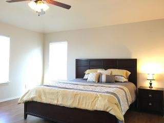 4 Bedrooms 2.5 Baths Sleeps 10 Fits 14, San Antonio