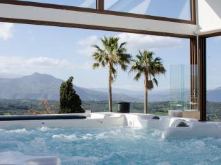 Athina House, jacuzzi roof terrace!