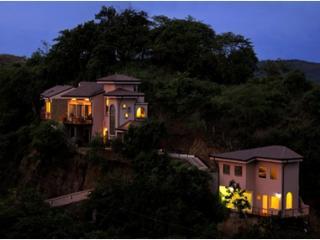Casa Jewel - Luxury 4 Bedroom Home in Playa Ocotal