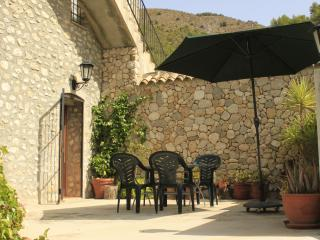 Casa Mika. Apartement 2 spacious with own patio, Guadalest
