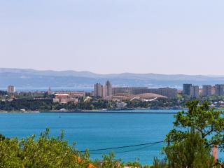 Adorable Sea & Split View from Relaxing Apartment- Split 10 km & Trogi 15km away