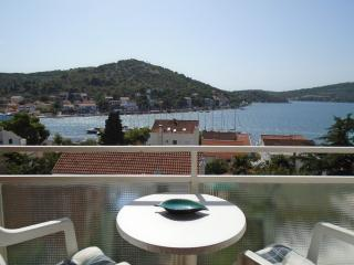 Two-Bedroom Apartment in Tisno A (4+2 Persons), Tijesno