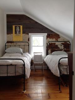 East Bedroom 2 Twins