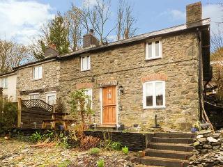 BRYN TEG traditional stone cottage, woodburner, garden, pet-friendly, views, Machynlleth ref 933836