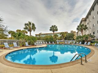 """Breezin' In Villa at Hilton Head Resort"" 2BR w/Renovated Interior, Wifi & Phenomenal Resort Amenities - Direct Beach Access! Close to Several Restaurants, Shops & Parks"