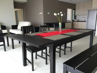 Luxury Hill Residence@Puchong (Minimum 2 nights Stay), Petaling Jaya