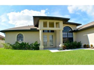 Villa Starfish - NEW! Bright! Light! Spacious!, Cape Coral