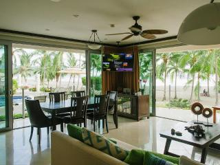 Magnificent Luxury True Beachfront - 3 Br / 3.5 Ba, Jacó