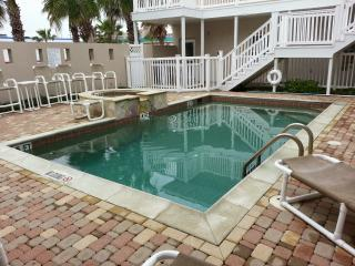 2 Bed 2 Bath Condo Steps to Pool & Parking Luxury