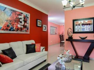 Colorful Apt W/ 3 A/C Free WIFI & Cable