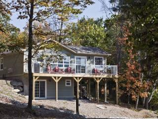 Gorgeous Cottage Overlooking Lake of Bays, Huntsville