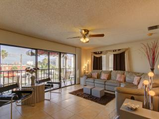 2 Bedroom Condo - Great Location, Clearwater