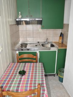 A2 (2): kitchen
