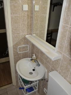A2 (2): bathroom with toilet
