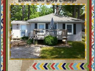 Muskegon Area Cottage, Lake Access, Cozy Retreat!, Twin Lake